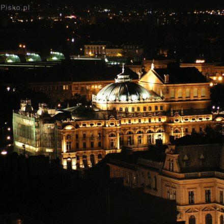 Kraków. Teatr im. J. Słowackiego widziany z Wieży Mariackiej
