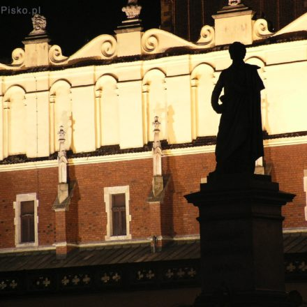 Kraków. Pomnik Adam Mickiewicza na Rynku Głównym