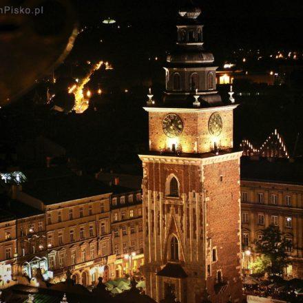 Kraków. Wieża Ratuszowa widziana z okien Wieży Mariackiej