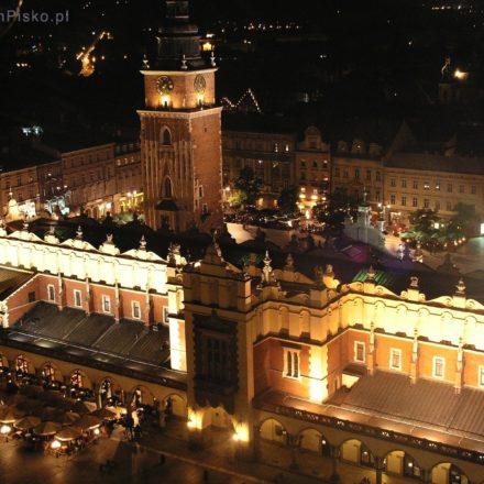 Kraków. Widok z Wieży Mariackiej na Sukiennice i Rynek Główny