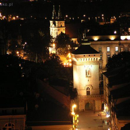 Kraków. Widok z Wieży Mariackiej na Bramę Floriańską. W głębi wieże Bazyliki Św. Floriana